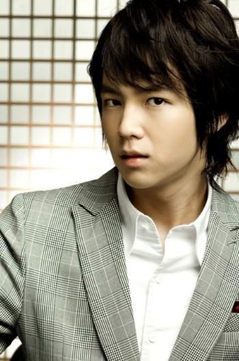 [تصویر: Jang%20Geun%20Suk%202%20%28www.southkore...com%29.jpg]